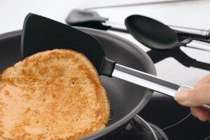 Rühren, Wenden und Heben mit Silikon Küchenhelfern