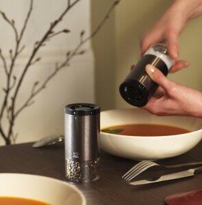 Frisch gemahlen direkt am Tisch mit Salz- und Pfeffermühlen