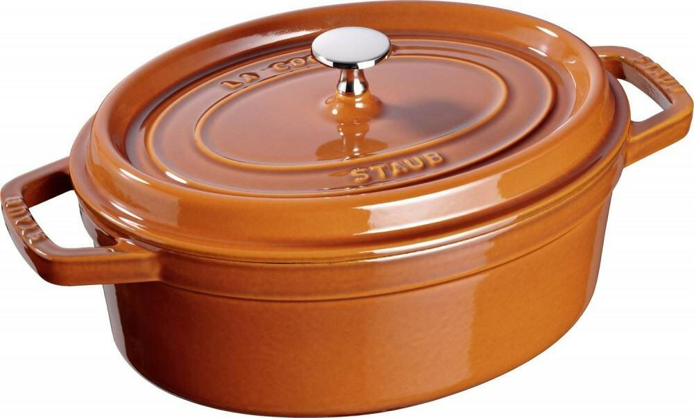 Staub Cocotte oval aus Gusseisen in zimt