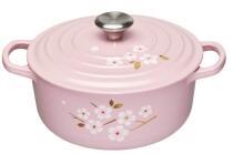 Le Creuset Bräter Signature rund in chiffon pink mit Sakura Dekor, 20 cm