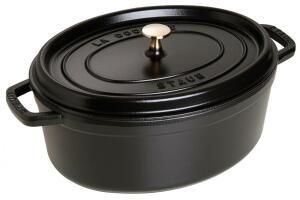 Staub Cocotte oval aus Gusseisen in schwarz