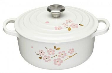 Le Creuset Bräter Signature rund in weiß mit Sakura-Dekor, 20 cm