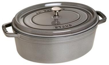Staub Cocotte oval aus Gusseisen in graphitgrau