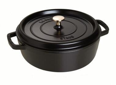 Staub Cocotte rund und flach aus Gusseisen in schwarz