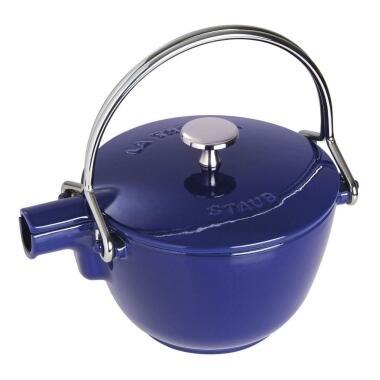 Staub Teekanne und Wasserkessel aus Gusseisen in dunkelblau