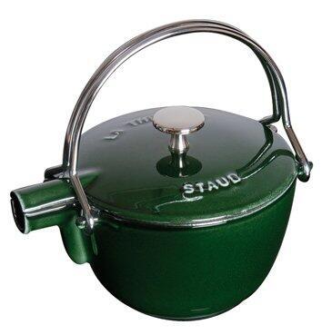 Staub Teekanne und Wasserkessel aus Gusseisen in basilikumgrün
