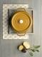 Staub Cocotte oval aus Gusseisen in senfgelb