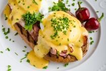 Omelette mit Räucherlachs, Bärlauch & Spargel