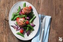 Putenrollbraten mit Aprikosenfüllung und glasierten Möhren