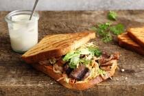 BBQ Grillbrot mit Speck und Zwiebel