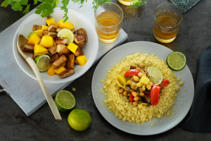 Gemüse-Couscous mit Tofu und Mango