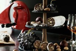 Schokosalami mit Nüssen und Feigen