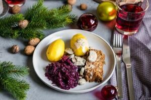 Linsen-Nussbraten mit cremiger Champignonsauce und Kartoffeln