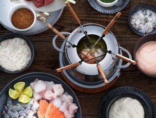 Fisch- und Meeresfrüchte-Fondue mit Curry-Zitronengras-Sud