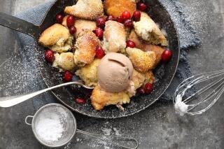 Mohnschmarrn mit Cranberrys und Nougat-Eis