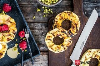 Gegrillte Ananas mit Karamellsoße und Vanilleeis