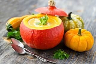 Kürbis-Möhren-Orangen-Suppe mit Linsen