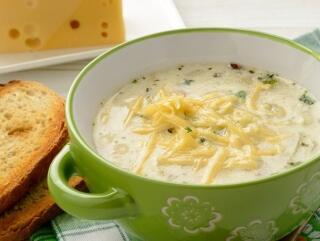 Lauchsuppe - mit Hackfleisch und Käse