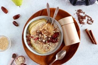 Porridge mit Birnen und Datteln
