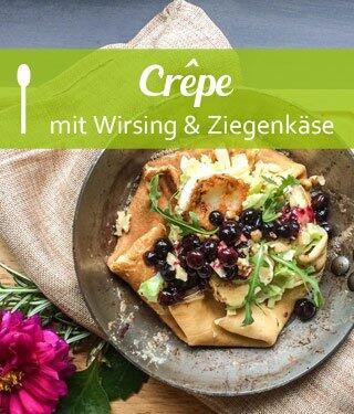 Crêpe mit Wirsing, Ziegenkäse und Heidelbeeren