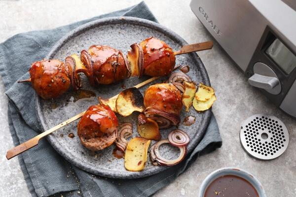 Moink Ball Spieße mit Kartoffeln und Cheddar