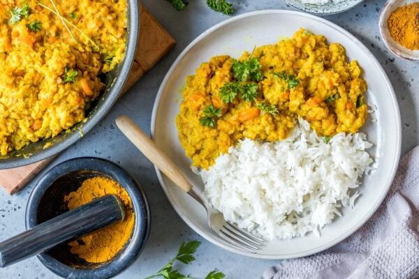 Rote-Linsen-Curry mit Reis
