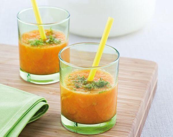 Vitamindrink aus Apfel, Möhre und Orange
