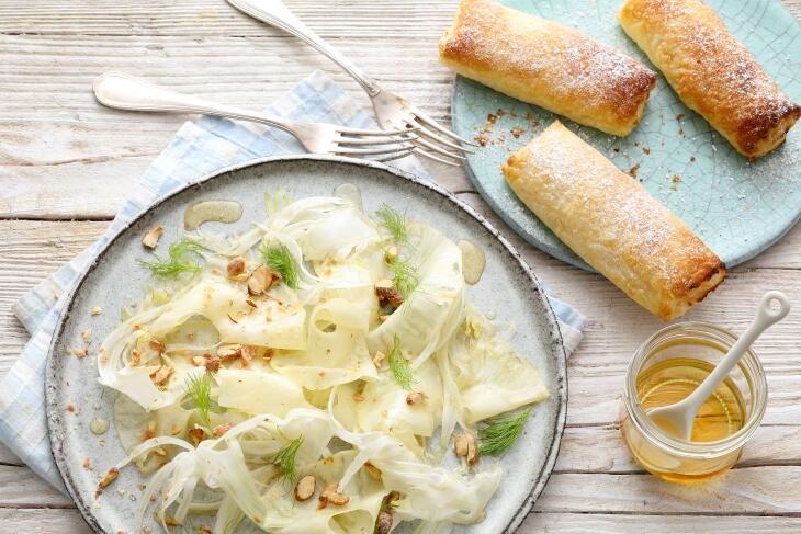 Gegrillte Quarkröllchen mit Ananas-Fenchelsalat