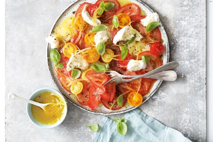 Carpaccio von bunten Tomaten mit Zitronen-Vanilledressing