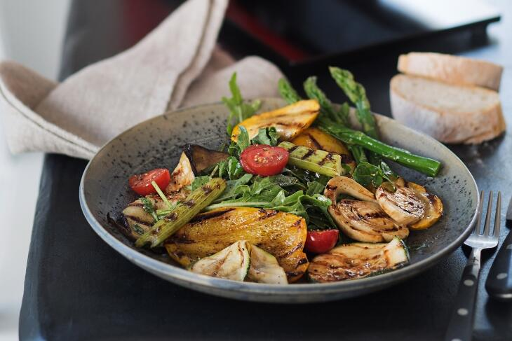 Mediterraner Grill-Gemüse-Salat
