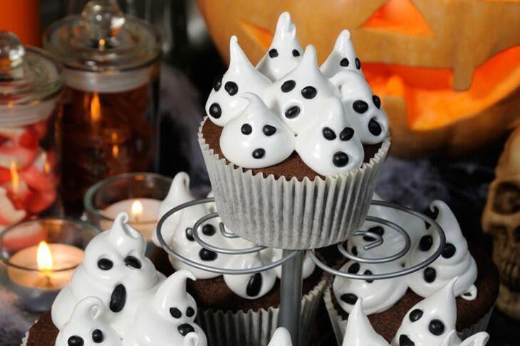 Vegane Schoko-Orangen-Cupcakes mit Geistertopping