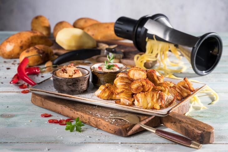 Kartoffel-Hähnchen- Knuspernuggets mit zweierlei Dips