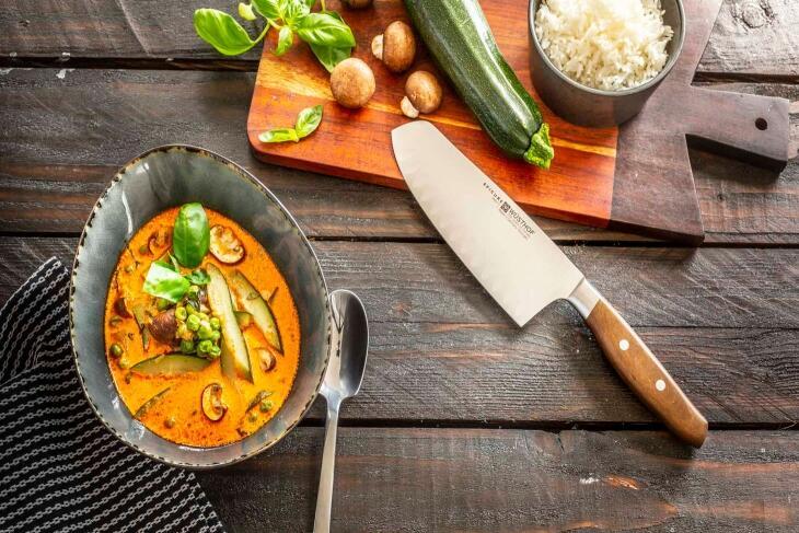 Schnelles Curry mit Zucchini, Champignons und Erbsen