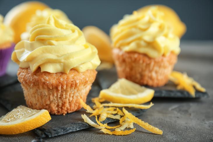 Zitronen-Cupcakes mit Limoncello-Topping