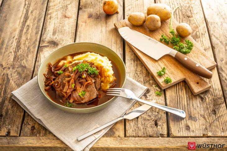 Zwiebelbraten vom Rind mit Kartoffelpüree