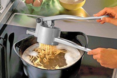 Spätzle (Schbädzla) - die schwäbische Kunst der Nudelzubereitung