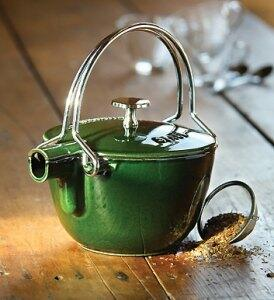 Teekannen aus Gusseisen - Kanne und Kessel in Einem